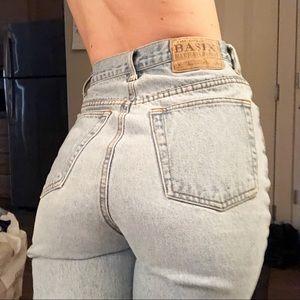 Vintage super high rise mom jeans 🌸